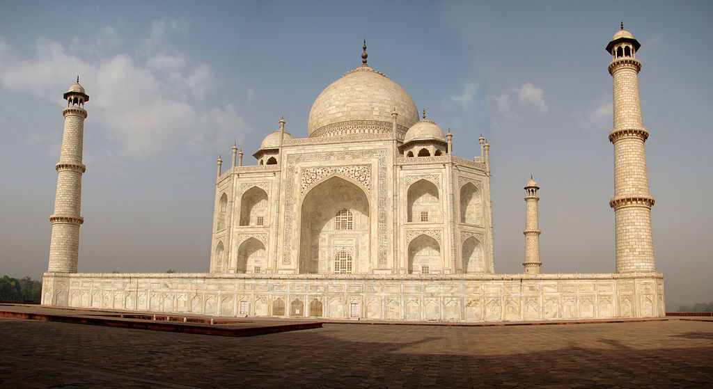 How far away would Mars be if the sun sat atop the Taj Mahal? East side of the Taj Mahal. Credit: Bjørn Christian Tørrissen